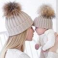 Otoño Invierno Niños de La Manera Sombreros De Piel Grande Bola de la Piel del pompom Gorros tapa Sombrero de Piel de Punto Para Bebés y Niños y Madres de Las Mujeres Niñas sombrero