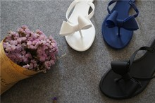 2016 flip bogen flache ferse hausschuhe mode sandalen weiblichen einfarbig flip flops jelly schuhe