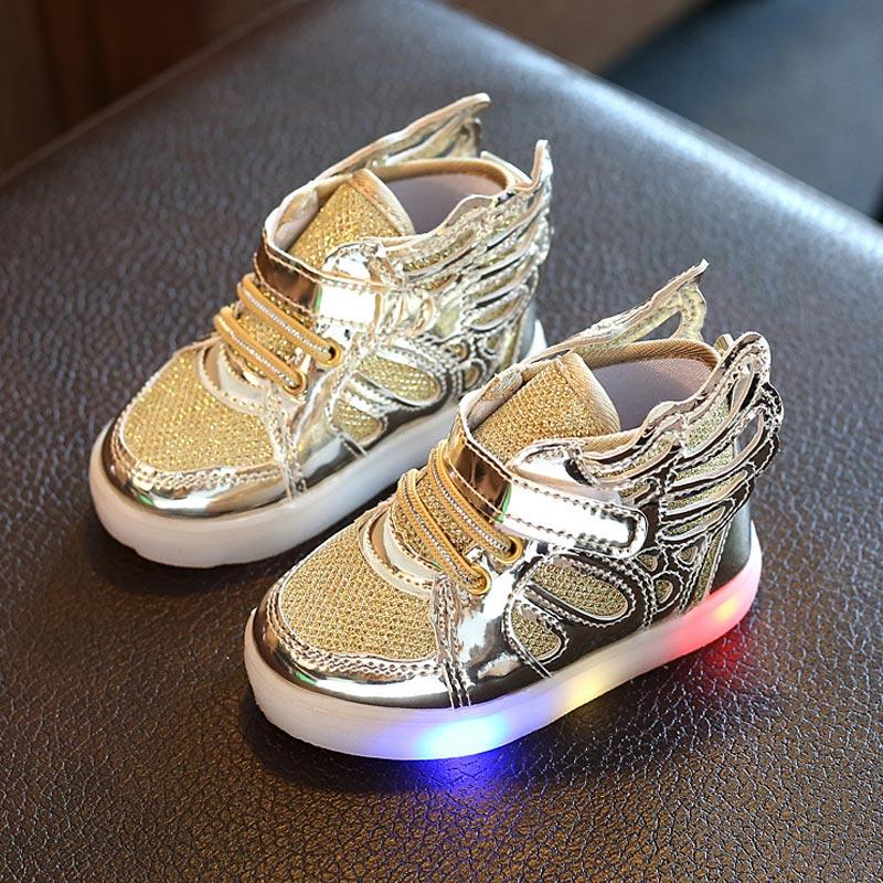 Le ragazze del bambino scarpe incandescente sneakers del capretto Delle  Ragazze Dei Ragazzi di scarpe LED Ali di Angelo Bambini light up scarpe  calzature ... bfcdd7b096c