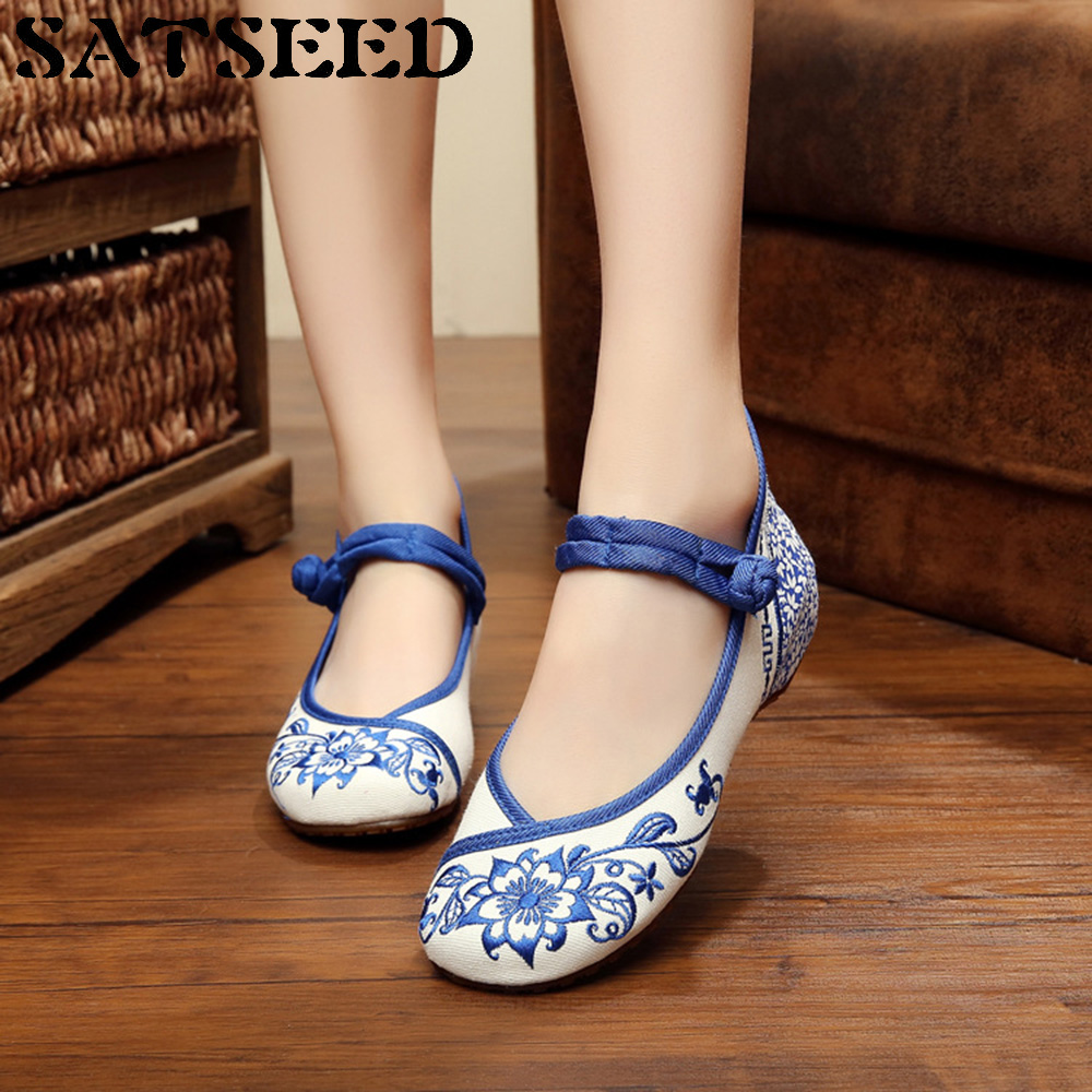 2017 Autumn Women Shoes Flat Blue and White Porcelain Art Embroidery China Wind National Shoes Casual Shoes Floral Round Toe New