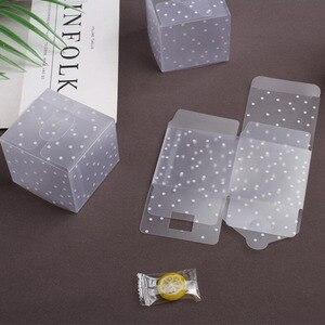 Image 5 - Plástico dot Caixas de Presente Caixa de Doces Caixa de Bolo de Aniversário Favores Do Casamento Saco DO Presente Do PVC Transparente Suprimentos 5*5*5cm 10 pçs/lote