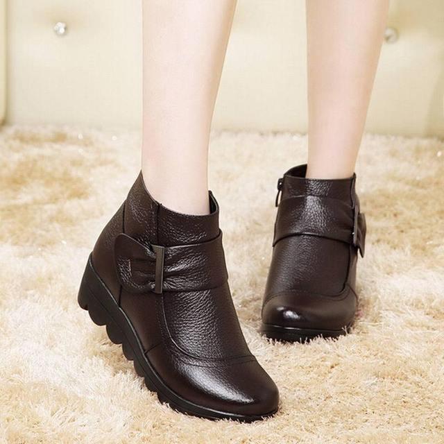 2016 botas de Neve mulheres sapatos de couro genuíno grande quintal botas mulheres botas de inverno quente de pelúcia sapatos de inverno Tamanho Grande 35-41