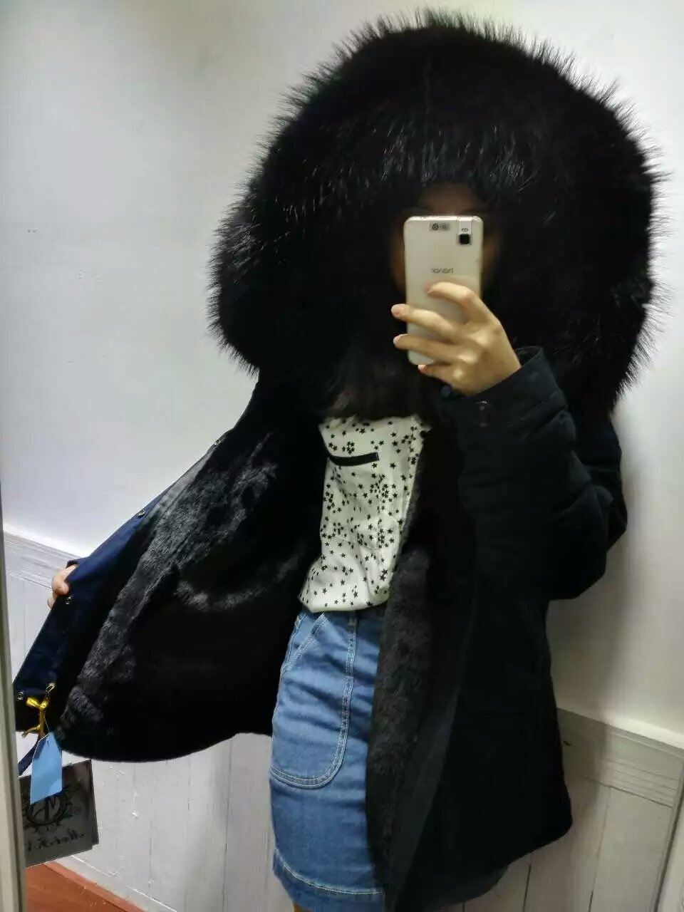 Short style dark blue parka with black raccoon fur collar