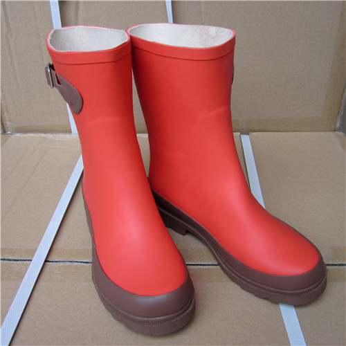The new girls wellies rain boots in tube lady fashion rubber rainboots overshoes mid calf rain boots rubber high red zipper boots horse riding gumboots rainboots women rain boots botte de pluie stivali donna wellies bot