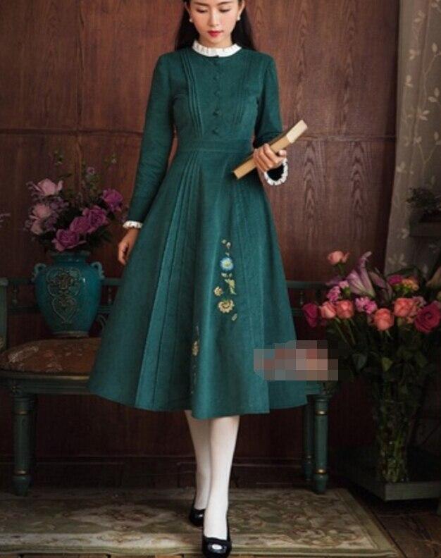 Livraison gratuite automne hiver nouveauté rétro col montant fleur broderie à manches longues velours côtelé femme longue robe vert