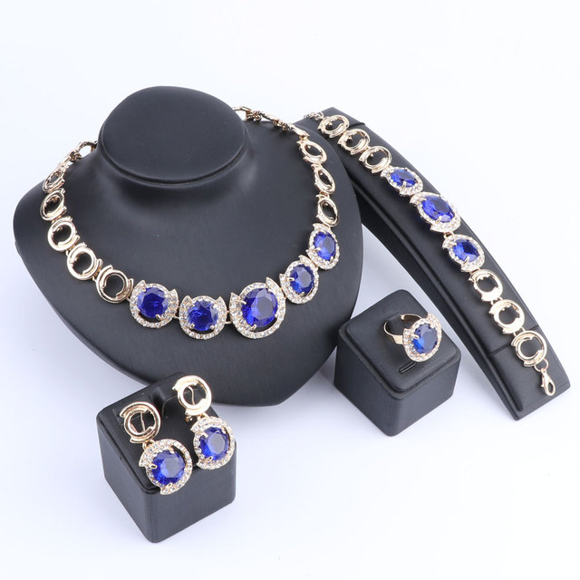 Комплект ювелирных изделий из кристаллов и фианита золотого
