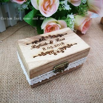 Dostosuj swoje imiona i datę wygraweruj drewniane pudełko na pierścionek z sercem miłości spersonalizowany prezent rustykalny ślub sygnowane pudełko na pierścionek tanie i dobre opinie CN (pochodzenie) Numer litera X143 Drewno drewniane Ślub i Zaręczyny Item Wedding Ring Box Material Wood Wooden