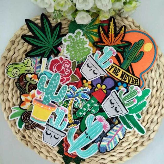 Random Mixed stock clear hot sale Cartoon canvas leaf Clothing Iron On  Patches Cheap Embroidered Patches