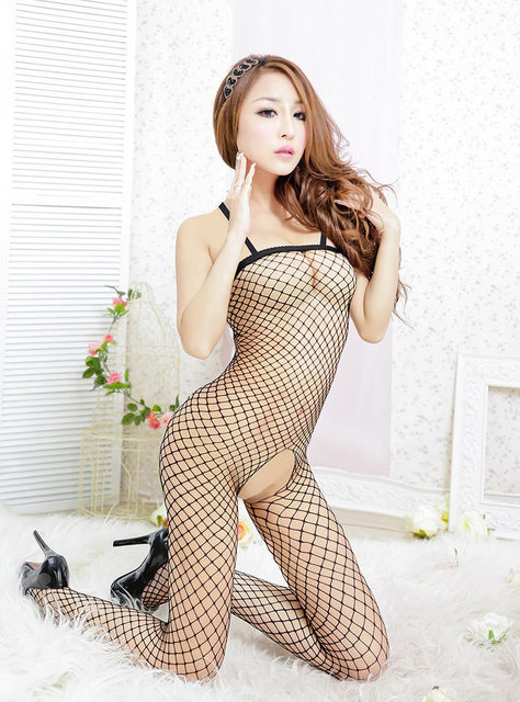 tight-fishnet-nude