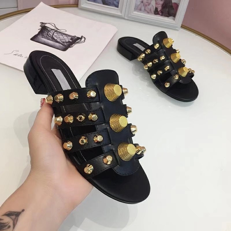 2019 Gold Studded Slippers Women Peep Toe Black Red Real Leather Screw Rivet Flat Shoes Woman Chic Design Gladiator Sandals 4