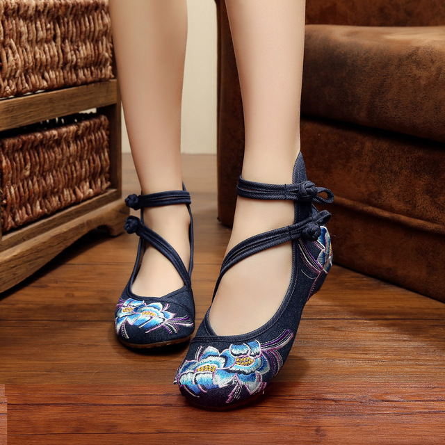 Vintage Embroidery Floral Women Flats Shoes Casual Old BeiJing Fashion Canvas Singles For Woman Ballet Flat Shoes Plus size 41