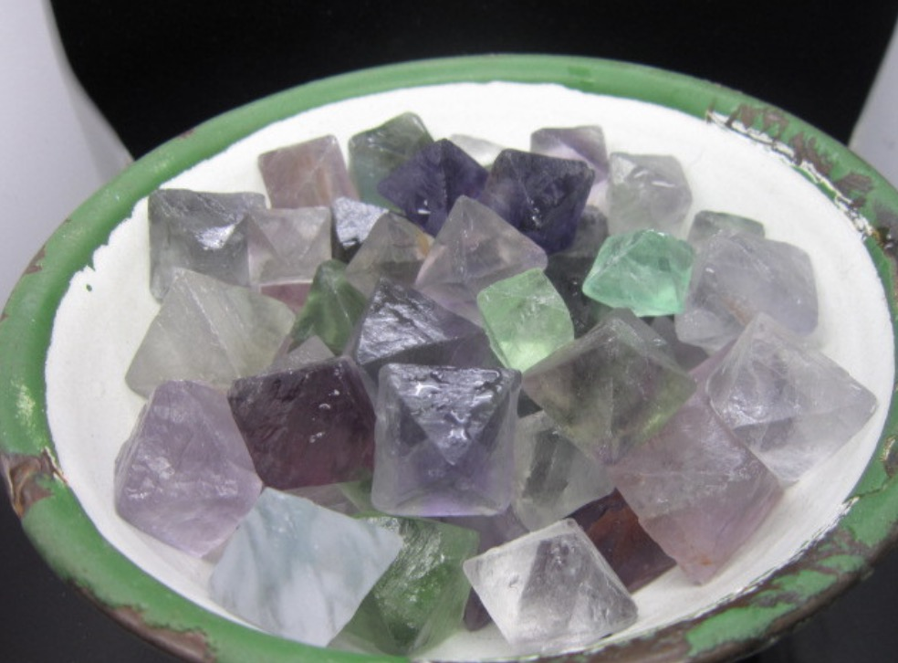 Natural crystal colorful fluorite crystal stone nunatak granule crystal healing wholesale