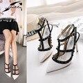 2017 Zapatos De mujer Primavera Verano T-strap Remaches Punta estrecha Tacones Altos Hebilla Hollw Out Zapatos de Las Señoras bombas Blanco/Negro