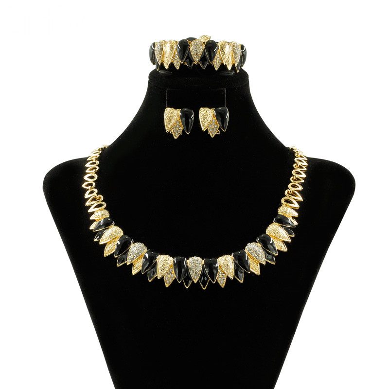 Creative Fashion Design 18 Gold Jewelry Sets Black Crystal Necklace Bracelet Ring Charm Earrings for Women Exquisite Gift
