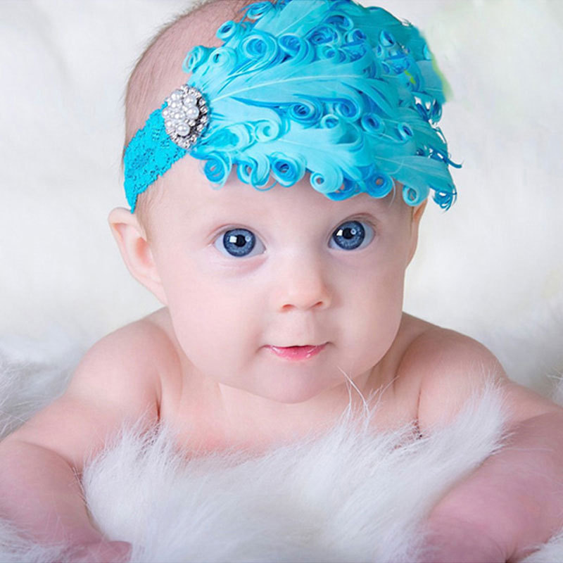Baby girls' hair clips offer an easy way to pull her hair back from her face. Simple metal clips come in an array of colors to match any outfit. Glitter and sequins dress up her look for formal events such as weddings and family gatherings.