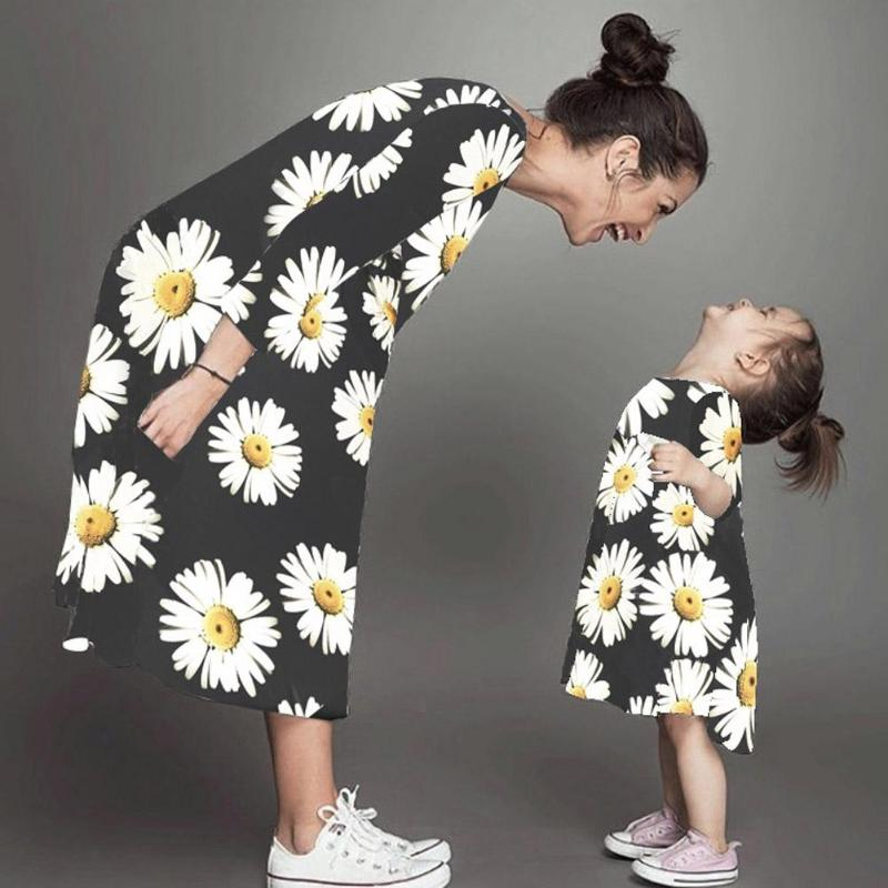 Fashion Daisy Flower Family Matching Clothes Autumn Spring Mother Daughter Kids Floral Print Dresses Black Mom Daughter Dress