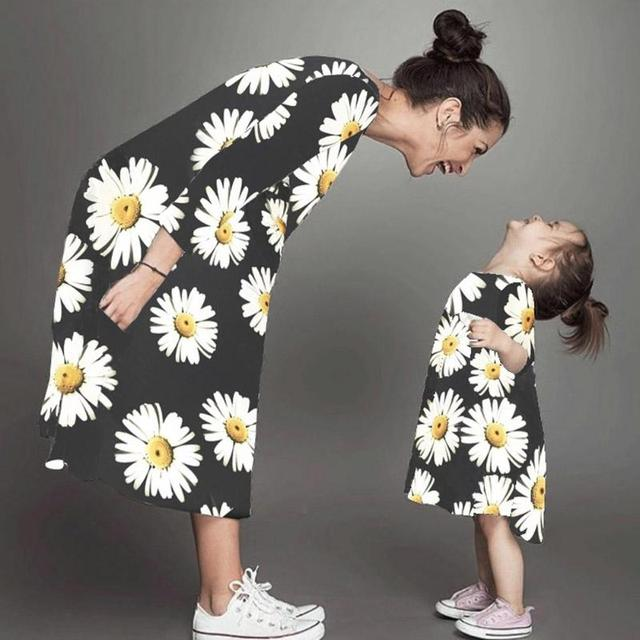 0d655f995 Fashion Daisy Flower Family Matching Clothes Autumn Spring Mother Daughter  Kids Floral Print Dresses Black Mom