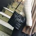 Nueva lista de paquete de moda de las mujeres de piel de oveja costuras shell oblicua cruzada remache bolsa de Mensajero bolso de La Borla de cuero Genuino