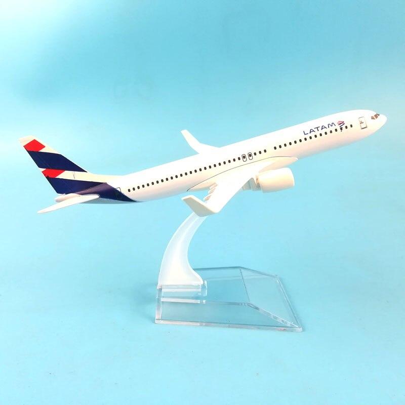 AIRLINER 16CM BOEING737 LATAM AIRWAYS MODEL PLANE MODEL TOYS FOR CHILDREN AIRCRAFT FOR CHRISTMAS TOYS ORNAMENT