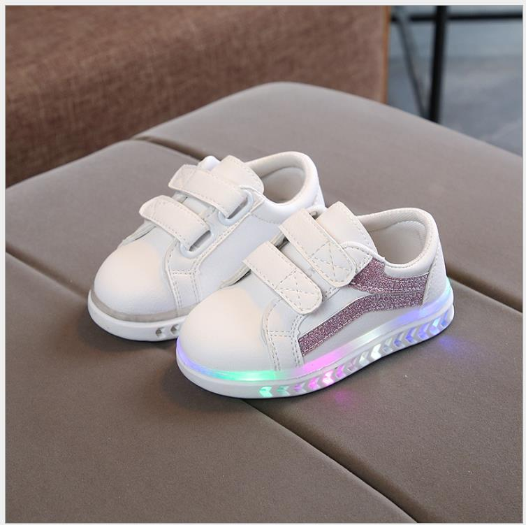 New Fashion Children Casual Glowing Shoes Sports Leather Girls&Boys Led Shoes Spring Autumn Cute Baby Sneakers Shoes With LightNew Fashion Children Casual Glowing Shoes Sports Leather Girls&Boys Led Shoes Spring Autumn Cute Baby Sneakers Shoes With Light
