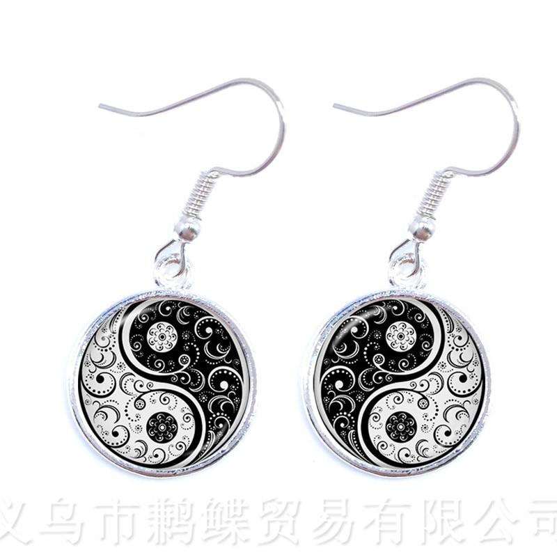 Brincos clássicos tachi yin yang, joia de vidro redondo com arte em preto e branco