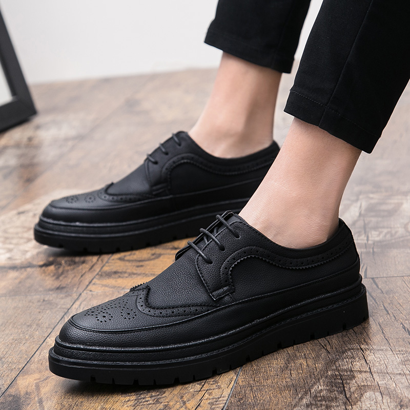 Cheap 2019 New Men Casual Flat Shoes Thick Soled Brogue Shoes Mens Rubber Sole Classic Man Leather Shoes British Style Brogue Footwear