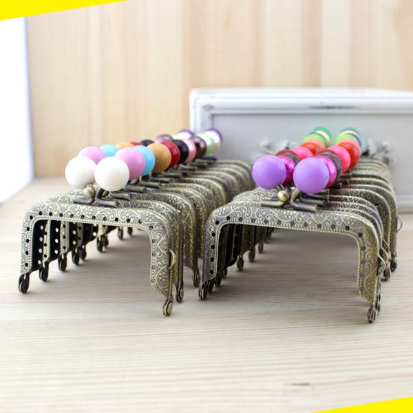 7 5cm 20pcs lot Retro pattern sewing metal purse frame with candy kiss clasp patchwork bag