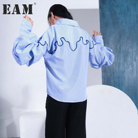 EAM 2018 Spring New Lapel Long Flare Sleeve Line Blue Striped Split Joint Loose Shirt