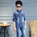 Джинсы мальчиков одежда набор 2017 новые джинсовые подростков мальчиков набор 2 шт. весна осень карманы на молнии пальто брюки одежда костюмы