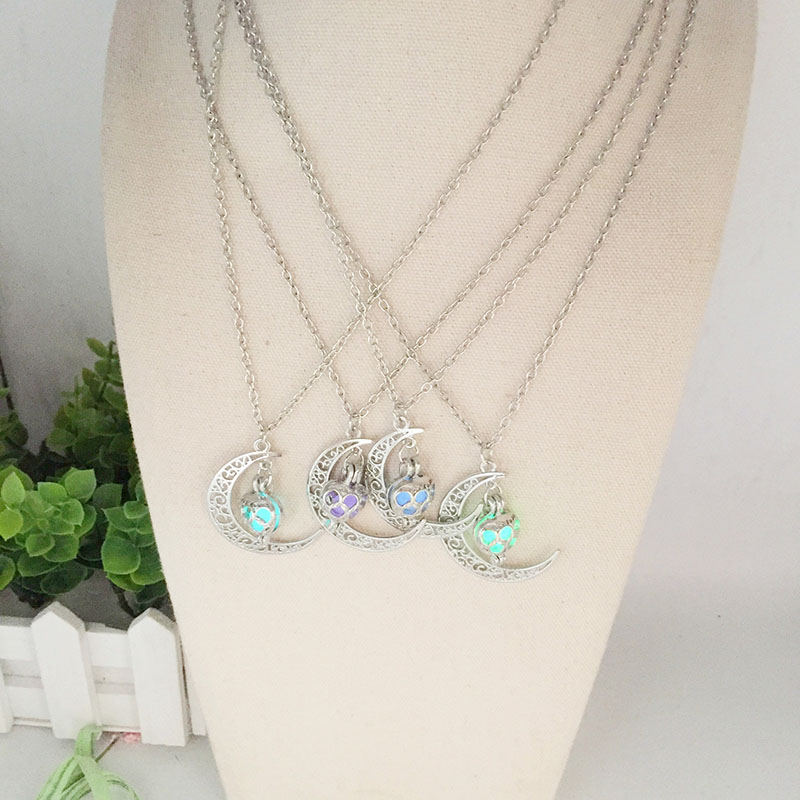 Surou New Style Women Pendant Fluorescence Moon Heart Shape The Night Light Necklaces 4 Colors