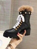 Роскошный дизайн зимние ботинки женщин 2018 меховой Декор зимние сапоги на шнуровке 6 см толстый высокий каблук ботильоны жемчужина заклепки