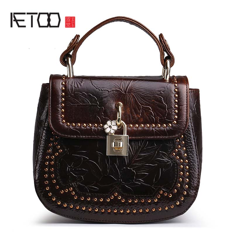 AETOO New oil wax leather buckle retro genuine leather head layer oil wax leather handbag women women shoulder Messenger bag new europe and the united states fashion oil wax head layer of leather portable retro shoulder bag heart shaped color embossed h