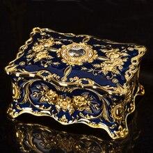 Европейский прямоугольной формы тиснением золотое покрытие с голубой ручной росписью и драгоценными камнями брелок для хранения металлическая шкатулка для ювелирных изделий