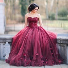 Arabic Sexy Red Evening Dress Sweetheart Sleeveless Sweep Train Ball Gown Prom Dresses with petals 2017
