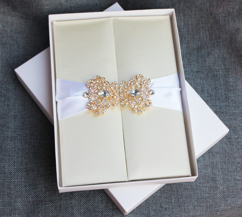 Hi2017 Personalized Gate Fold Silk Invitation With Rhinestone Brooch Elegant Beige Folio Card From Reliable Turquoise Suppliers On Wedding