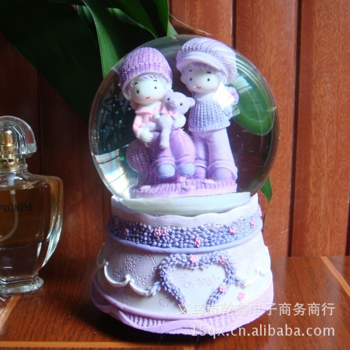 100 Happy Couple Crystal Ball Rotating Music Box Snow Lover Birthday Gift Wholesale Student