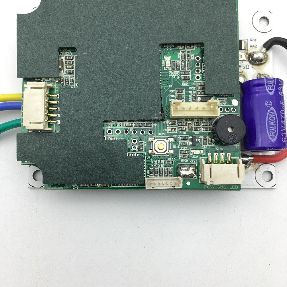 Les accessoires électriques de double moteurs remplacent la carte mère de contrôleur de planche à roulettes de pièces de système d'entraînement de Longboard avec le remplacement à distance
