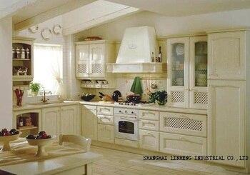 Классический кухонный шкаф из массива дерева