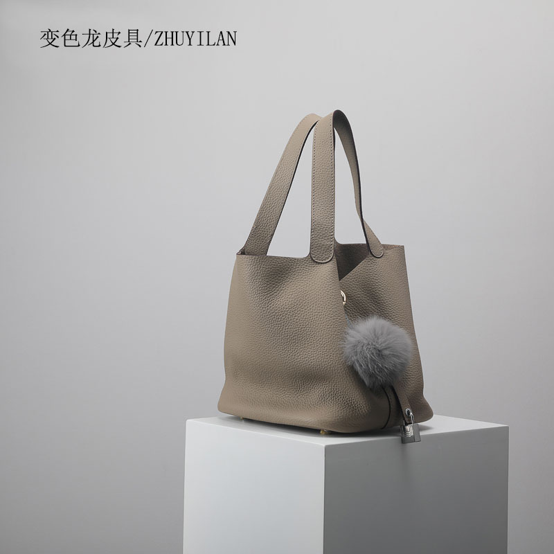 cf6c91a82335 2018 New fashion women s luxury handbags famous brands top quality ladies  genuine leather bags designer brand toters bucket bag