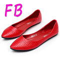 Plus Size Shoes 43 Croco Shoes Shallow Mouth Flat 2016 Shoes Black Pointed Shoes Soft Bottom 33-43 Size Black And Red Colors Hot