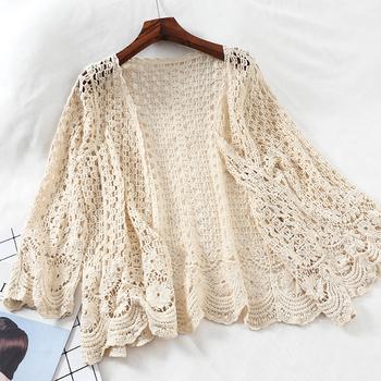 Otwarty koronkowy sweter szydełkowany drążą wzruszenie ramion kobieta dorywczo kwiat biały kwiatowy otwarty ścieg kobiet sweter luźna odzież z dzianiny tanie i dobre opinie WOMEN COTTON Poliester Akrylowe Cotton Polyester Acrylic Na co dzień Szydełkowane V-neck Trzy czwarte REGULAR NONE Floral