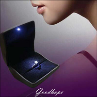 LED Lighted Black Leather Engagement Ring Jewelry Gift Box Wedding Diamond Ring Bague Presentation Stand Hoolder