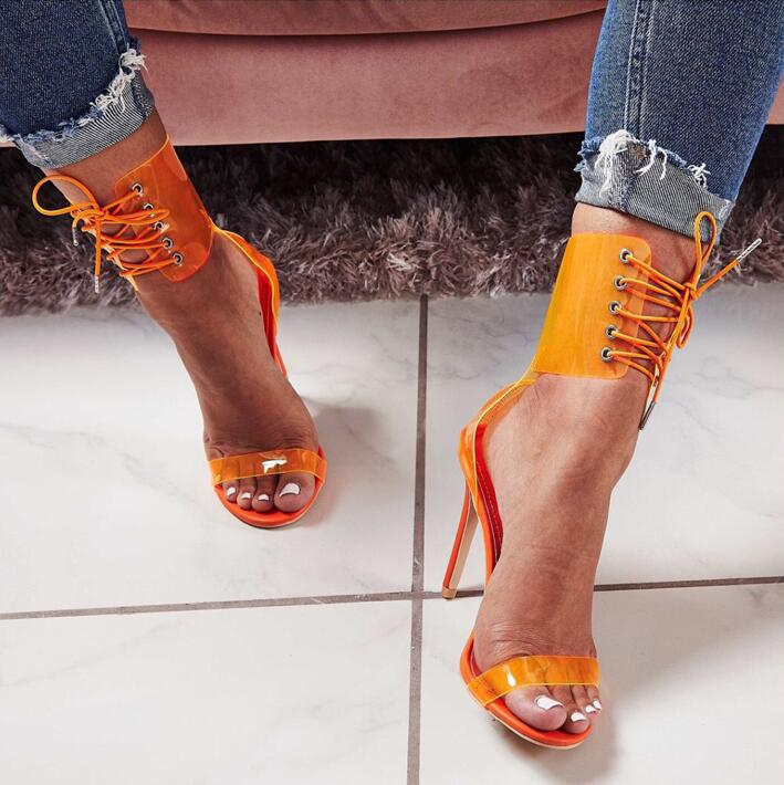 Salto na moda cobrindo laço stiletto salto cruz cinta sandálias recorte claro pvc gladiador saltos vestido sapatos azul amarelo bombas
