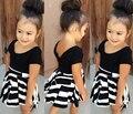 DQ0214 Европейский 2016 новые девушки летние костюмы хлопок девочка комплект одежды черная Футболка + плиссированные полосатый юбка набор для детей