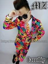 цена Nightclub men's clothing fashion trend of men's slim print suit bar men's  stage singer DJ suit tide онлайн в 2017 году