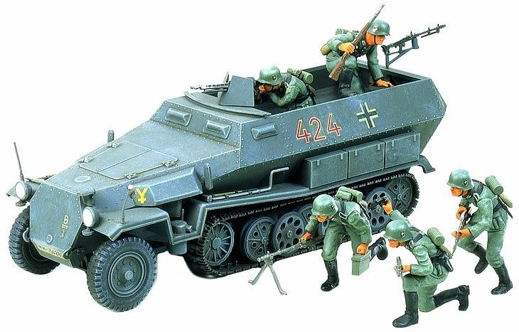 Scale Model 1/35 German Hanomag Sdkfz 251/1 w/5 Figures Military Assembly Model Building Kits Tamiya 35020Model Building Kits   -