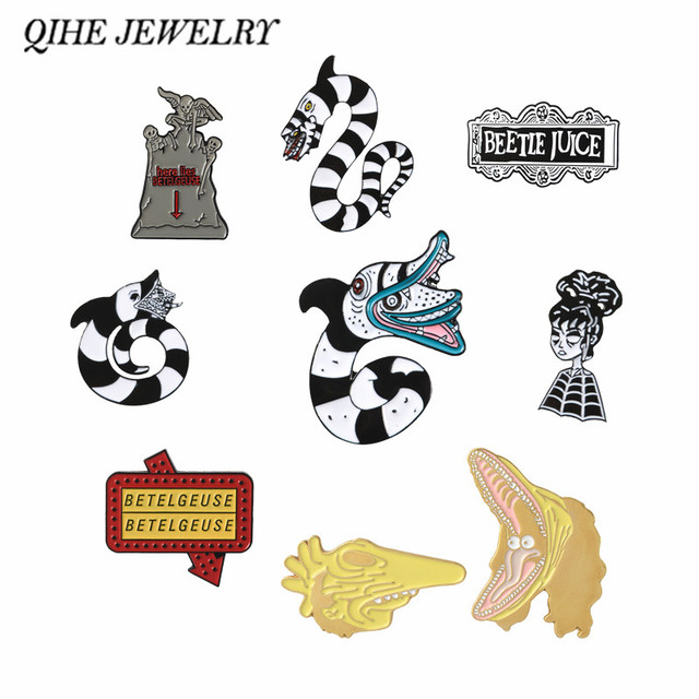 QIHE QH-GIOIELLI Beetlejuice pins collection Halloween perni del Risvolto Scuro Distintivi e Simboli Film Horror Fan Regalo Accessori Goth ragazze gioielli