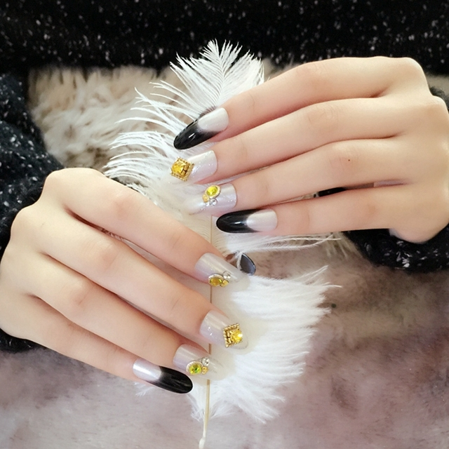 Fashion Lady Fake Nails Pearl White Black French Nails Shine Gold ...