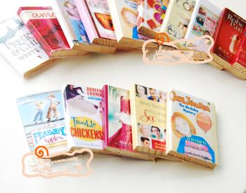 Hot 1 12 6 sztuk kolorowe drewniane miniaturowe książki dla lalek klasyczne udawaj zagraj w zabawkowe meble kreatywne urocze prezenty prezenty tanie i dobre opinie MINIFRUT Drewna Unisex none 1 12 Dollhouse Books 3 lat Meble zabawki zestaw