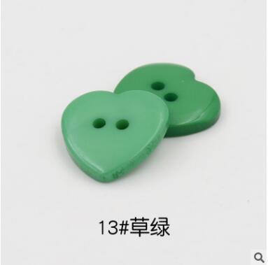 Красивые 1 лот = 100 шт полимерные кнопки в форме сердца 2 отверстия пластиковые кнопки Швейные аксессуары для одежды DIY для детской одежды кнопка мешок - Цвет: 13-green
